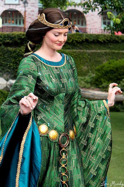 queen elinor  meridas coronation queen elinor photo