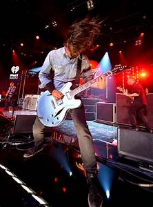 Dave Grohl Photos Photos - Foo Fighters Perform on the ...
