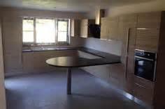 cuisine cottage classique en plaqu 233 ch 234 ne clair fa 231 ade 224