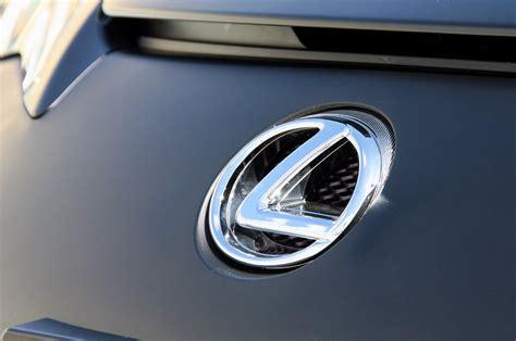 У Bmw X1 и Audi Q3 появится гибридный конкурент от Lexus