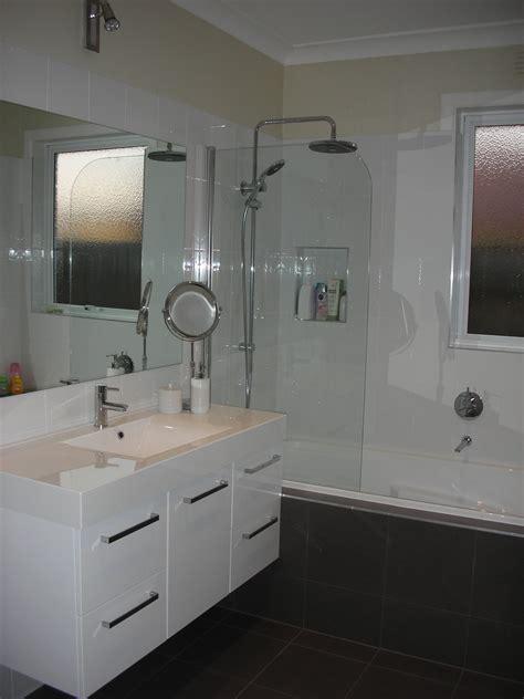 bathrooms ideas pictures renovating small bathrooms ideas 217