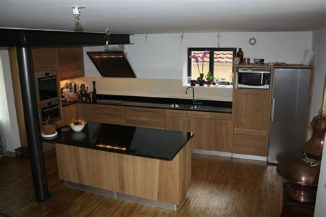 cuisine moderne en bois cuisine bois verre et marbre noir cuisine moderne