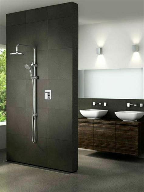Kleines Bad Mit Großer Dusche by Schwarze Duschabtrennung Im Kleinen Bad Mit Dusche 21