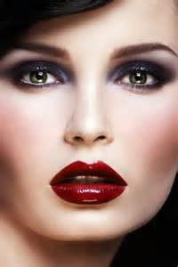 Red Lips Dark Eyes