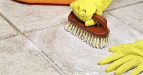 tips membersihkan lumut membandel keramik kamar mandi tips