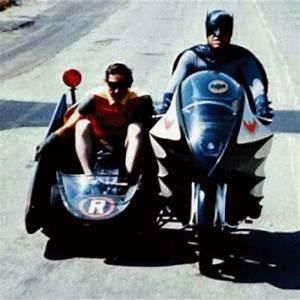 Hot Wheels Elite DC Comics Batman 1966 Batcycle With