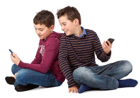 quel age un bebe tient assis a quel age un enfant tient assis 28 images a quel 226 ge offrir un t 233 l 233 phone mobile