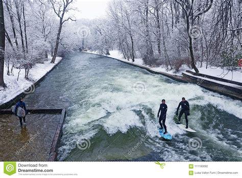 Englischer Garten München Surfer by M 252 Nchen Surfer Im Winter Bei Englischer Garten