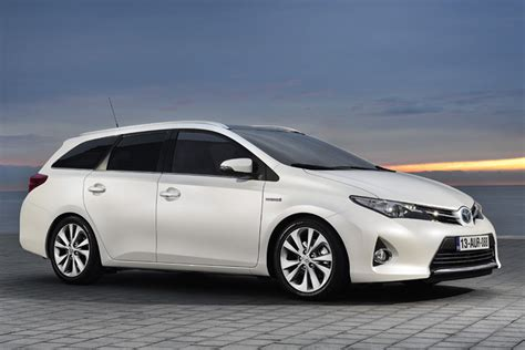 Toyota Auris Touring Sports estate specifications released ...