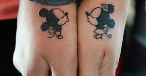 Tatouage Couple Original : disney couple tattoos popsugar love sex ~ Melissatoandfro.com Idées de Décoration