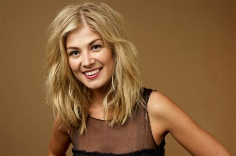 actress from jack reacher 2 rosamund pike it was startling to meet jack reacher co
