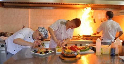 chef de partie cuisine what is a chef de partie with pictures