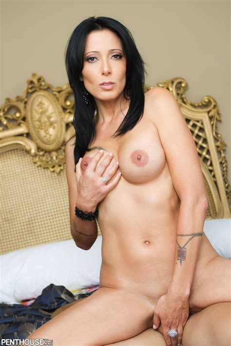 Zoey Holloway Sultry Cougar Savors Prime Man Meat