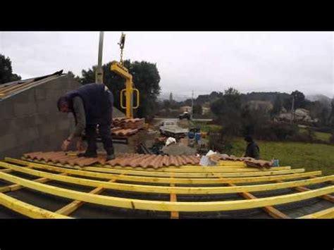 Comment Monter Des Tuiles Sur Un Toit by Comment Monter Toiture En Tuiles Canal La R 233 Ponse Est