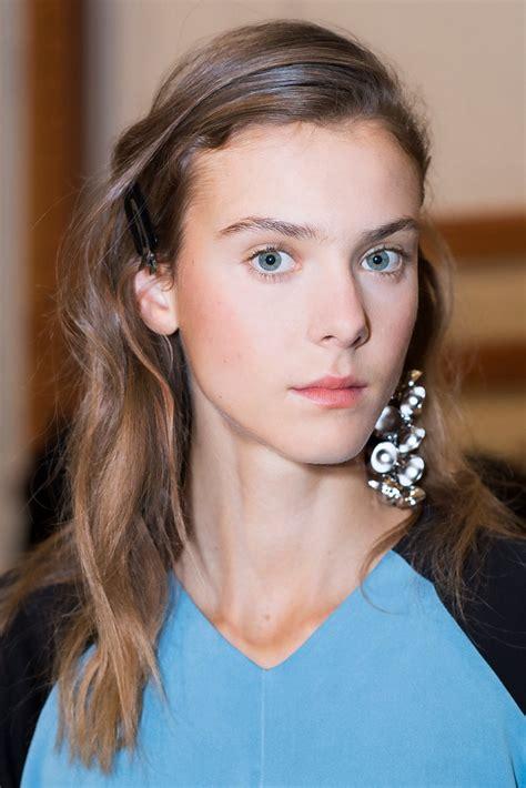 pretended    makeup artist backstage  london fashion week  lived    tale