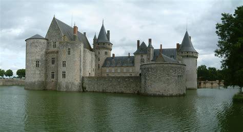 chambres d hotes chateau de la loire château de sully sur loire tours val de loire tourisme