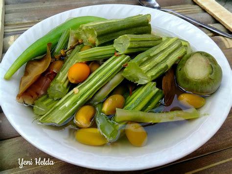 Namun tidak jarang pula, terdapat resep hidangan yang mengolah satu jenis sayuran secara khusus maupun mencampur berbagai macam sayur menjadi makanan yang tidak kalah menarik. Resep sayur bening klentang yang sederhana dan kaya manfaat - Yenihelda.Com