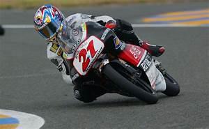 Pilote Moto Francais : dossier pilote fran ais arnaud vincent champion du monde 125cc en 2002 offbikes ~ Medecine-chirurgie-esthetiques.com Avis de Voitures