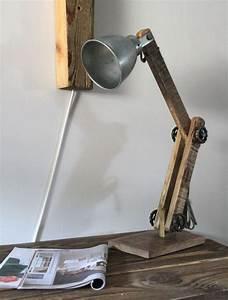 Stehlampe Mit Tisch : ber ideen zu schreibtischlampe auf pinterest schreibtischlampe led led ~ Indierocktalk.com Haus und Dekorationen