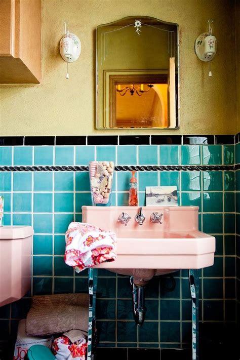 Retro Pink Bathroom Decor by 25 Great Ideas About Retro Bathrooms On