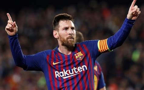 Messi Equals Pele's Record as Valencia Hold Barcelona ...