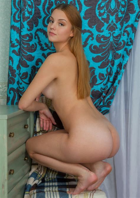 Just Ordinary Russian Girl Shows Her Naked Body Russian