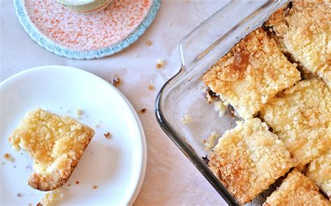 Buttery sour cream coffee cake bursting with fresh blueberries and topped with a sweet crumble is a treat you'll look forward to eating all year long with your morning coffee. Yammie's Noshery: Blueberry Cream Cheese Coffee Cake with Crispy Butter Streusel
