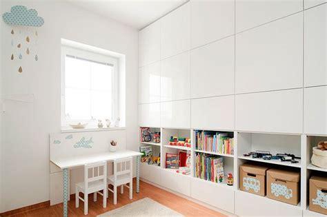 Ikea Kinderzimmer Kasten by Nela A Jura Kinderzimmer Schrank Jalousien Und Kinderzimmer
