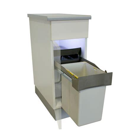 poubelle cuisine coulissante sous evier une astuce pour la cuisine la poubelle encastrable
