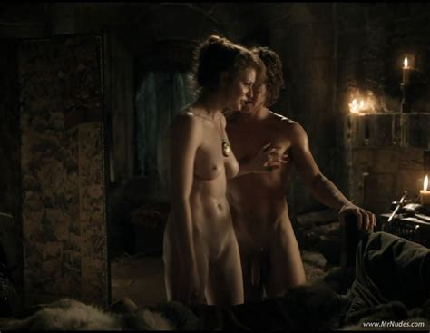 Naked Esmé Bianco in Game of Thrones