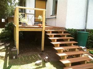 Holztreppe Außen Selber Bauen : erh hte terrasse aus bangkirai mit holztreppe und au entreppe terrasse pinterest ~ Buech-reservation.com Haus und Dekorationen