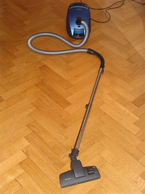 vacuum cleaner hardwood floor cleaning a simple 2 step method for cleaning hardwood floors fast the household tips guide