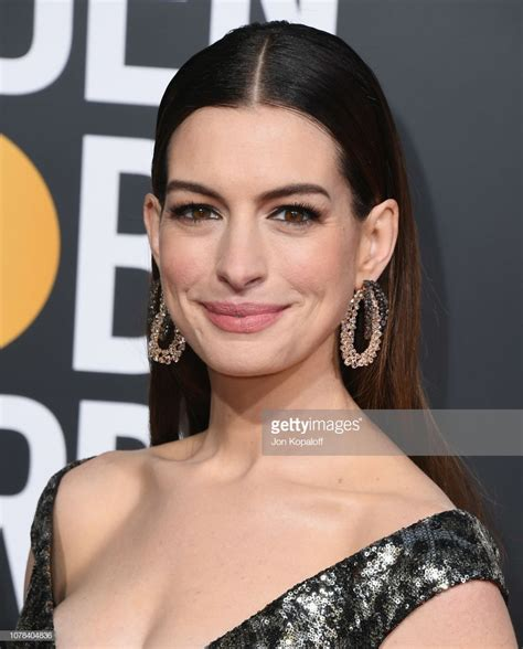 Get the Makeup: Anne Hathaway at 76th Golden Globes