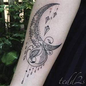 Tatouage Lune Poignet : tatouage de femme tatouage lune noir et gris sur bras ~ Melissatoandfro.com Idées de Décoration