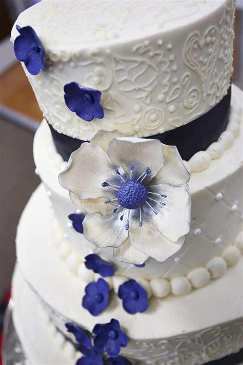 wedding cake gum paste flower closeup cakecentralcom