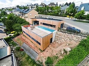 maison bois avec terrasse et bassin de nage en beton With maison en pente forte 14 la cuisine salle a manger