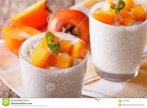 dessert avec des kakis dessert avec des graines de chia et kaki dans un verre horizontal photo stock image 61172966