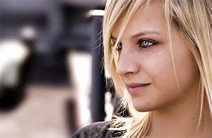 Frau - Blaue Augen - Blond