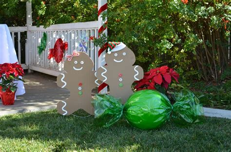 Kid-friendly Gingerbread House Decorating Party