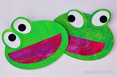 observing and painting frogs housing a forest 763 | Frog Preschool Craft Eric Carle inspired textured frogs 2