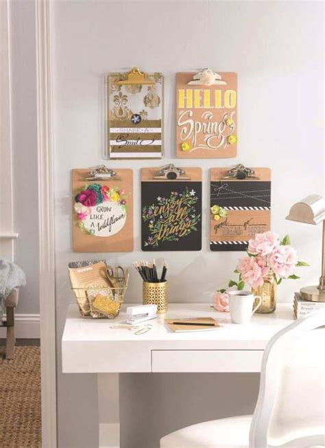 Vinyl letters, decals, words, and quotes make a great alternative to stencils and wood letters. Decorate walls with words - My Deco Tips
