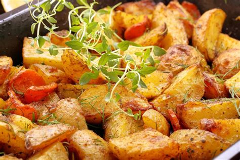 Patate, pomodori e cipolla - Ricetta di Fidelity Cucina