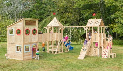 spielhaus im garten modernes kinderspielhaus aus holz