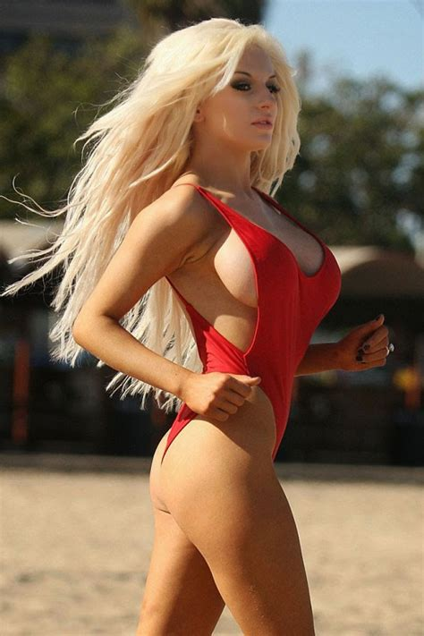 Courtney Stodden At The Beach In Los Angeles - Celebzz - Celebzz