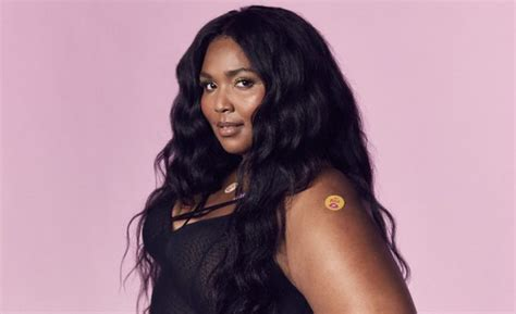 Lizzo Biography Age Wiki Facts About The American Rapper