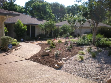 xeriscape backyard 1000 images about austin xeriscape ideas on pinterest share photos roses and container gardening