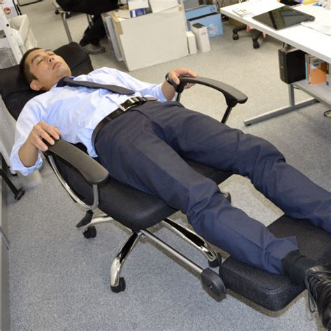 this reclining office chair is for sleeping on the