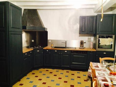 repeindre la cuisine cuisine en chene repeinte en noir style bistrot housing