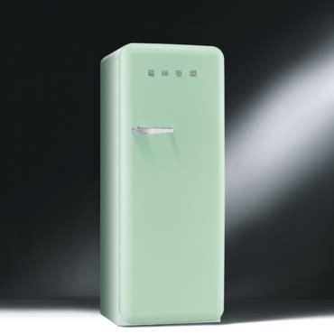 lustre cuisine design les nouveaux réfrigérateurs smeg colorés et design le