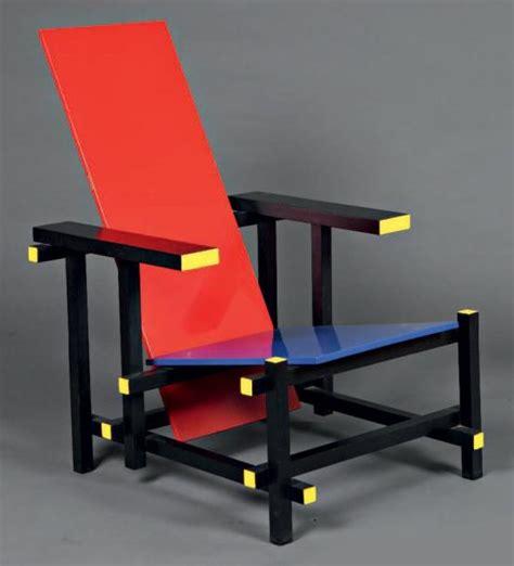 la chaise de rietveld gerrit rietveld and blue chaise longue en bois laqu 233 polychrome